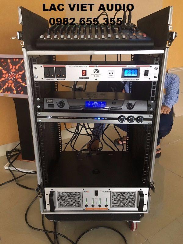 Các thiết bị được gắn lên tủ rack và chuẩn bị đưa vào vận hành