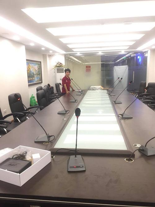 Lạc Việt lắp đặt hệ thống micro hội nghị có dây cho phòng họp