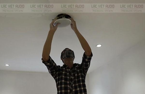 Lắp loa âm trần PC 648R lên trần nhà
