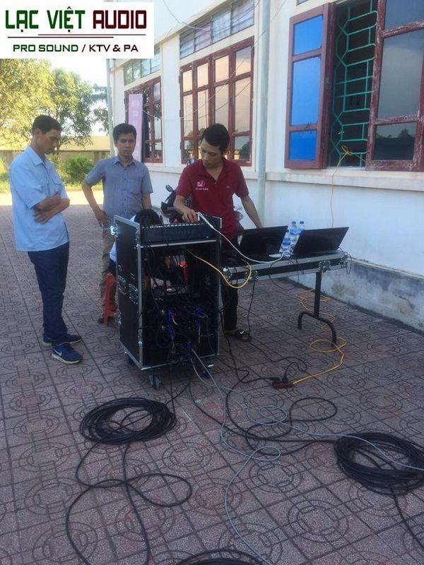 Sau khi lắp đặt xong kỹ thuật viên âm thanh Lạc Việt bắt đầu căn chỉnh hệ thống âm thanh