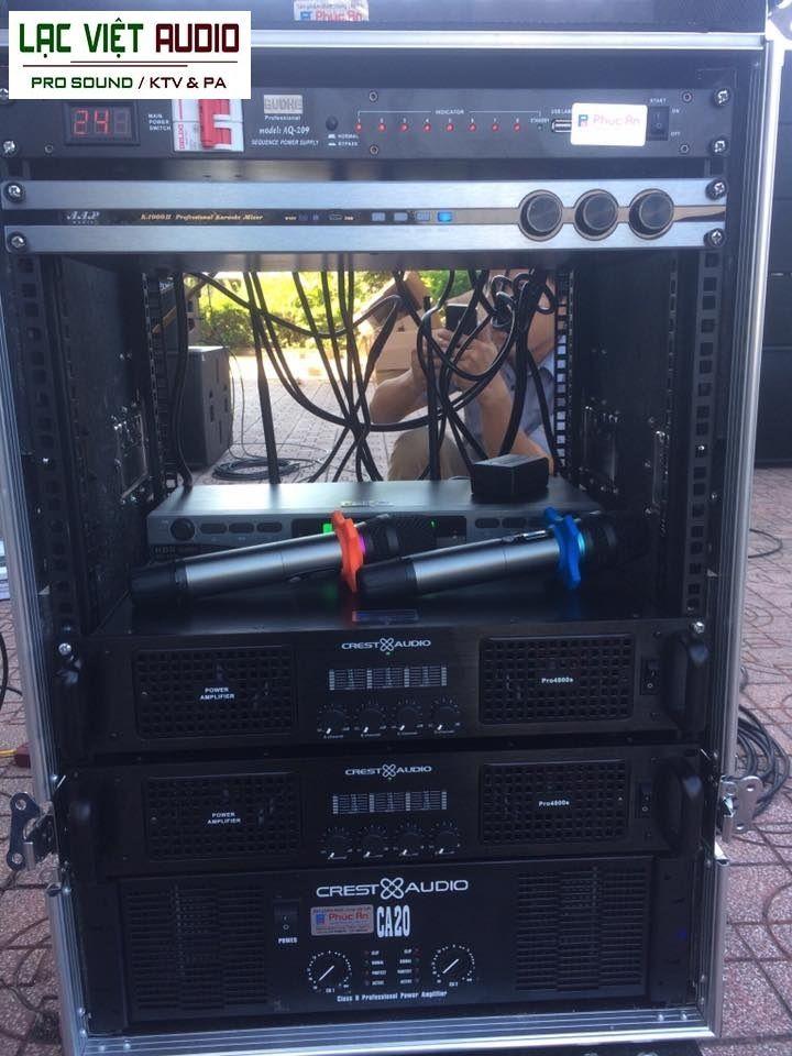 Các thiết bị: cục đẩy công suất, vang số, bàn mixe, micro được lắp đặt trong tủ rack 12U