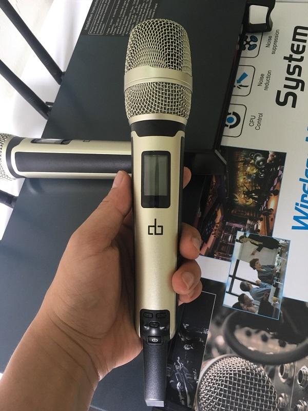 Tay cầm micro không dây DB UK968