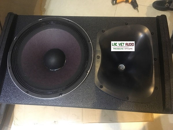 Mặt ngoài bass và treble loa JBL KP6012