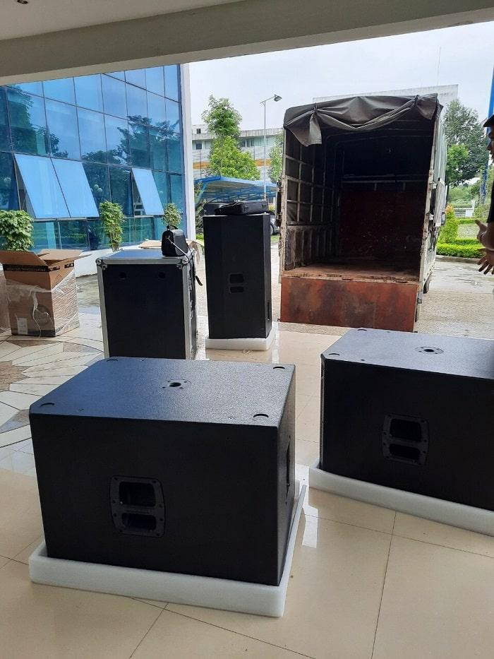 hàng hóa được Lạc Việt Audio vận chuyển đến địa điểm lắp đặt