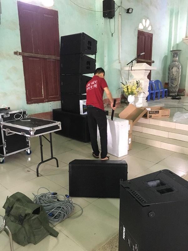 KTV Công ty CP ĐT&XNK Audio Lạc Việt tiến hành lắp đặt dàn loa array