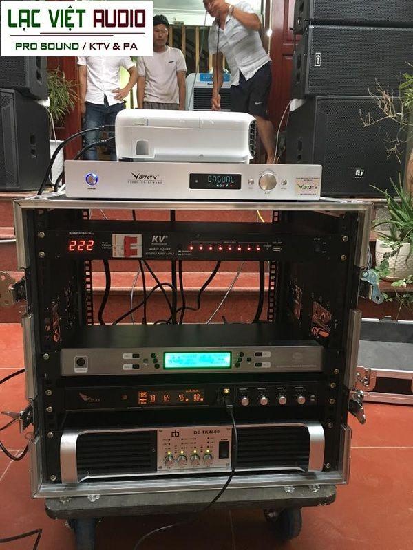Các thiết bị được bắt vào tủ Rack âm thanh 10U