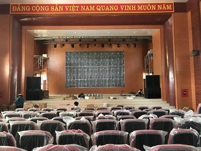 Dàn âm thanh hội trường được lắp đặt thực tế tại UBND Huyện Điện Biên