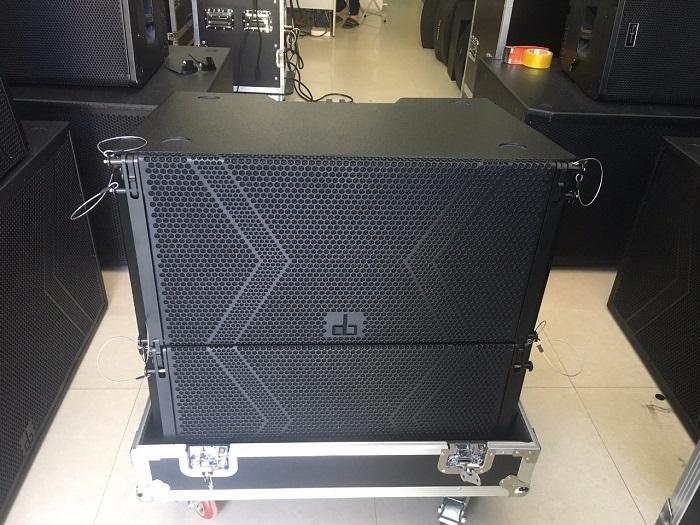 Hình ảnh thực tế loa array DB LA-210F tại Lạc Việt Audio