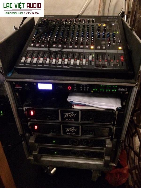 Tủ máy lắp đặt các thiết bị âm thanh cố định
