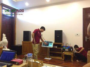Kỹ thuật viên Lạc Việt lắp đặt hệ thống dàn âm thanh karaoke