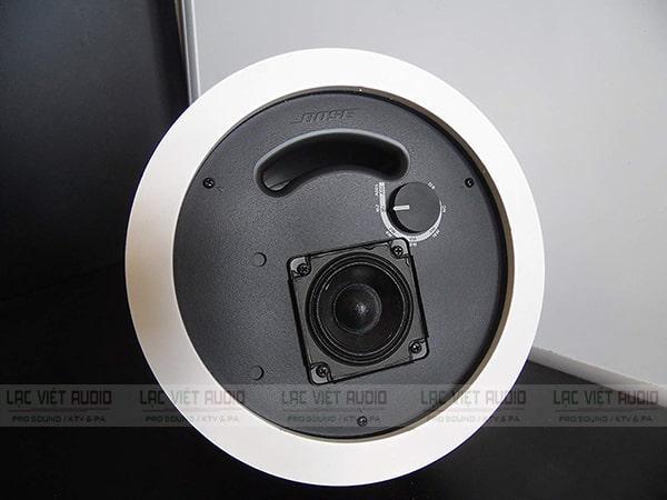 Loa Bose DS-16F có độ méo tiếng cực nhỏ, chất âm chân thực