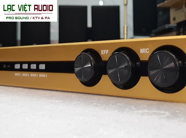 Vang số VA K1000II sử dụng 3 núm vô cực hiệu chỉnh âm thanh bằng tay