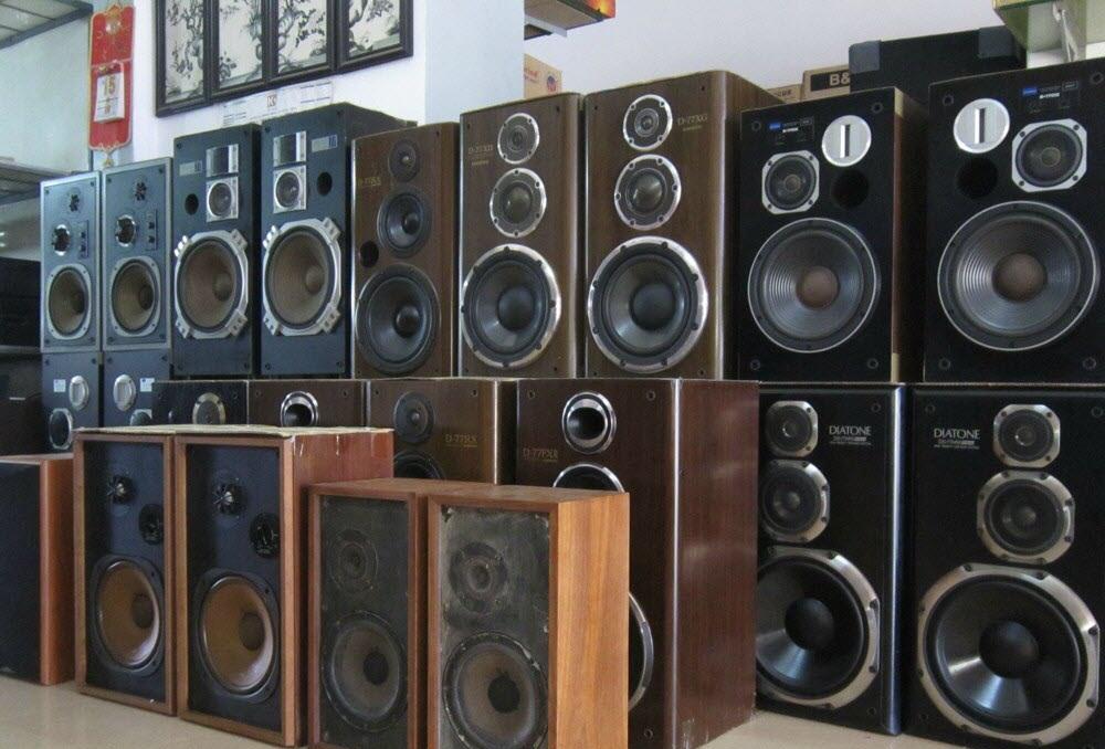 Các sản phẩm âm thanh tại chợ đồ cũ
