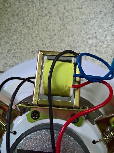 Tụ điện của chiếc loa âm trần TS 303