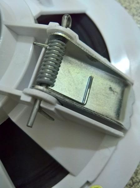 Kẹp lò xo gắn tường của loa DB TS 301