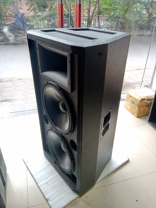 Sản phẩm loa hội trường JBL 825 được bán với mức giá cực rẻ tại Lạc Việt audio.