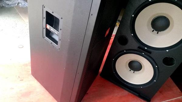 Đôi loa bass 40 JBL 725