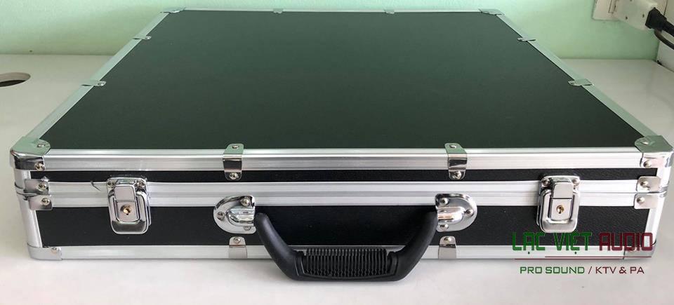 Vỏ hộp thiết kế siêu đẹp của micro shure UR 32 D