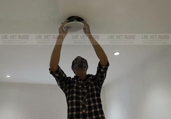 Thi công lắp đặt loa âm trần lên trần thạch cao