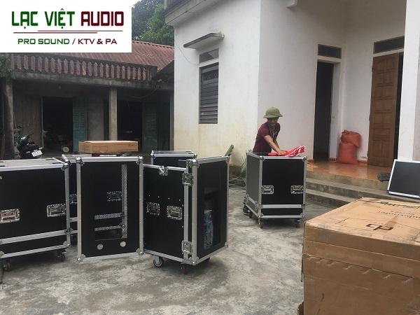 Loa array và thiết bị âm thanh được vận chuyển đến tận nơi và tiến hành lắp đặt