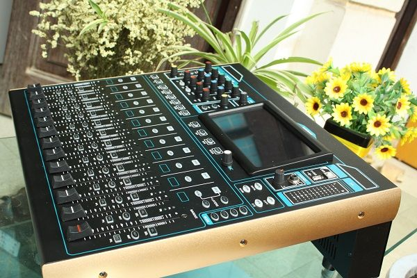 Mixer digital DB V16F