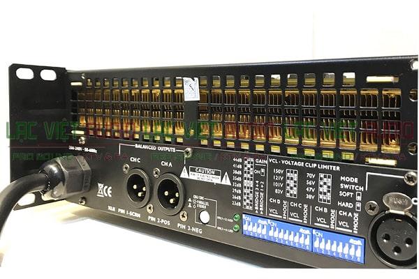 Các tụ điện của cục đẩy công suất Star Sound K-4100P mặt sau