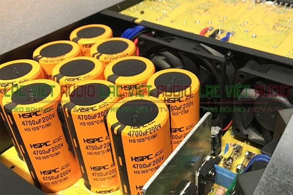 Các tụ điện của cục đẩy công suất Star Sound K-4100P hiện đại