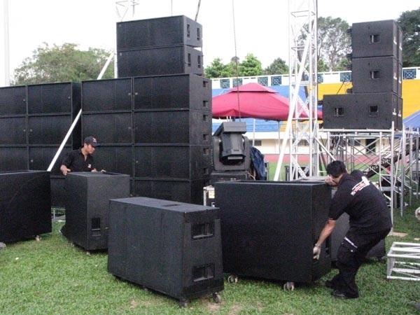 Lắp đặt âm thanh sân khấu ngoài trời