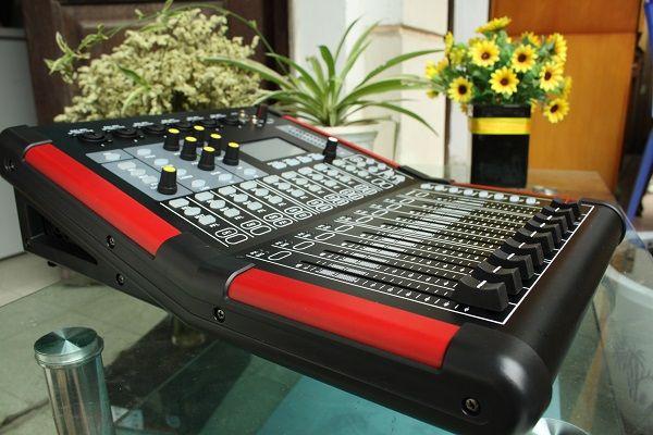 Bàn mixer digiatal điều chỉnh thông qua phần mềm chuyên dụng
