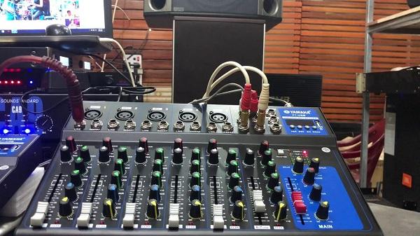 Bàn mixer Karaoke gia đình