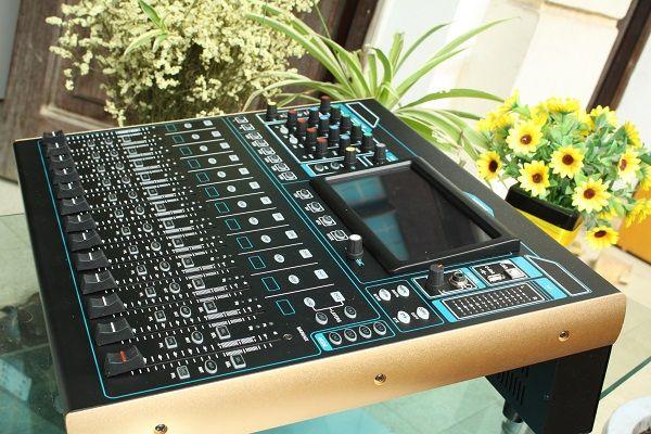 Bàn mixer digital tại Lạc Việt Audio