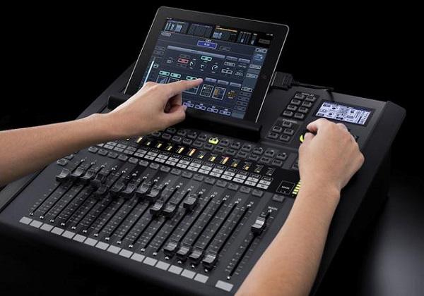 Sử dụng thiết bị thông minh điều chỉnh bàn mixer