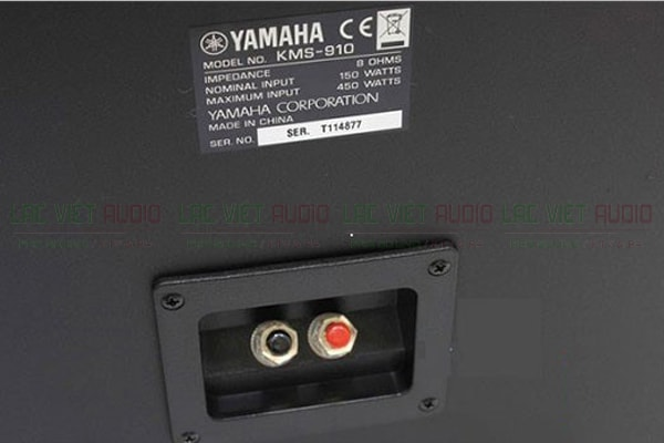 Mặt sau của sản phẩm Loa yamaha KMS 910- Lạc Việt Audio