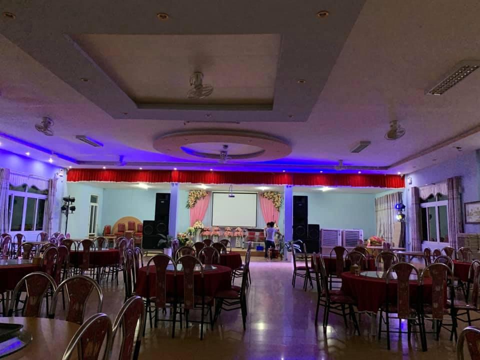 Toàn cảnh không gian của nhà hàng tiệc cưới Hòa Bình