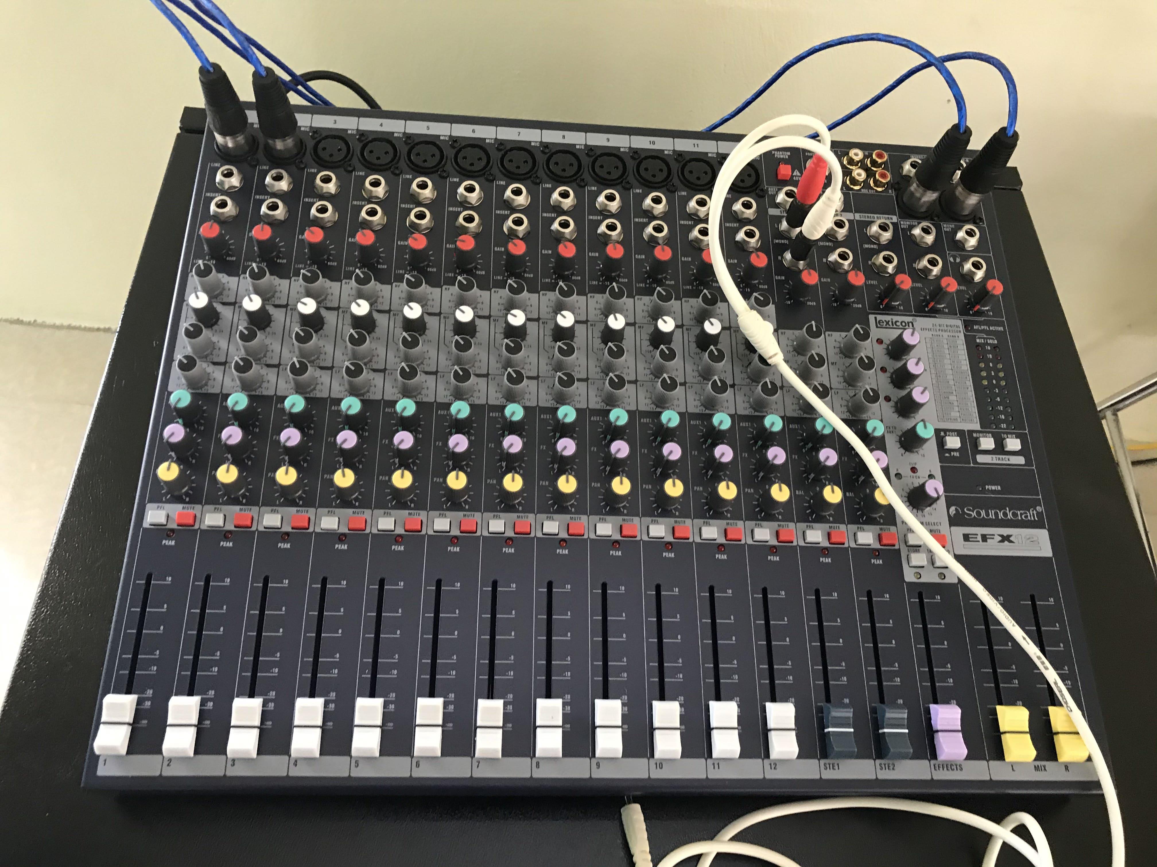 Các thiết bị trong hệ thống âm thanh được lắp đặt cho khách hàng