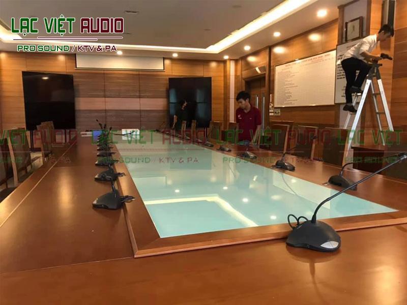 Lạc Việt Audio sử dụng micro cổ ngỗng cho dự án của mình