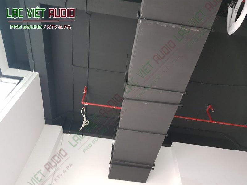 Không gian lắp đặt ( trần nhà)