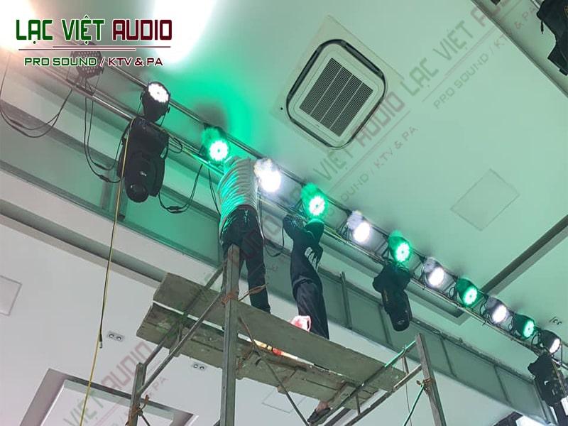 Lắp đặt hệ thống đèn sân khấu