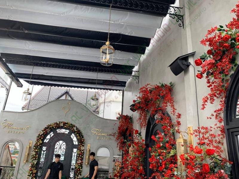 Hình ảnh loa treo tường được lắp đặt trong dự án của Lạc Việt Audio