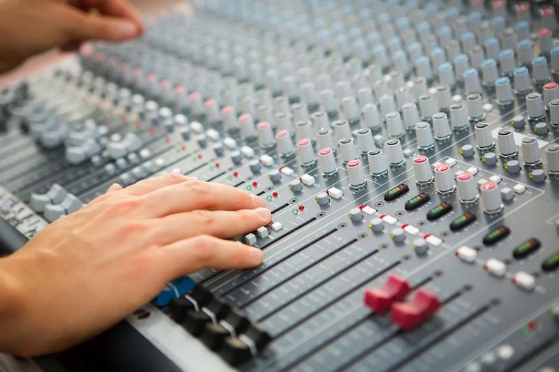 Chỉnh bàn mixer cho dàn âm thanh hội trường