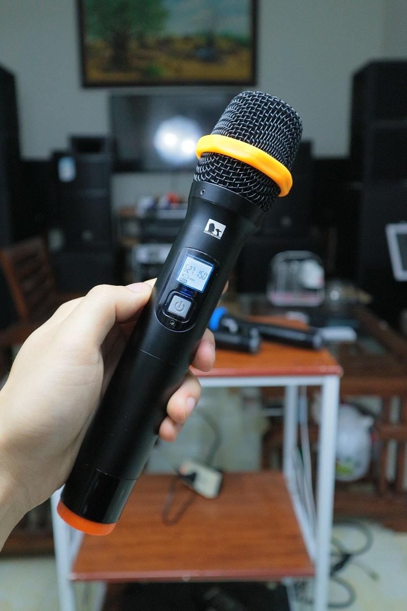 Trên tay micro không dây 4 tay mic QT-380