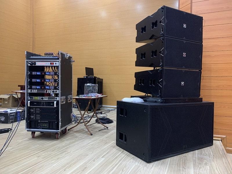 Hệ thống loa array và thiết bị xử lý cho hội trường