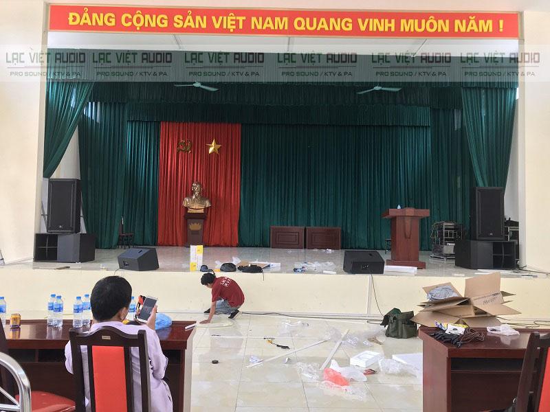 Nhân viên Lạc Việt thiết kế hệ thống gen bảo vệ dây loa