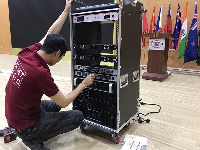 tất cả các thiết bị được bố trí vào trong tủ rack 16U+