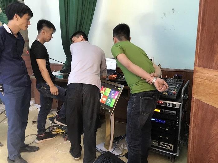Sau khi hoàn thành Lạc Việt bàn giao và hướng dẫn kỹ thuật cho cán bộ phụ trách ở hội trường