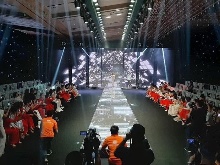 Lạc Việt tự hào là đơn vị đi đầu trong lĩnh vực ánh sáng hội trường sân khấu