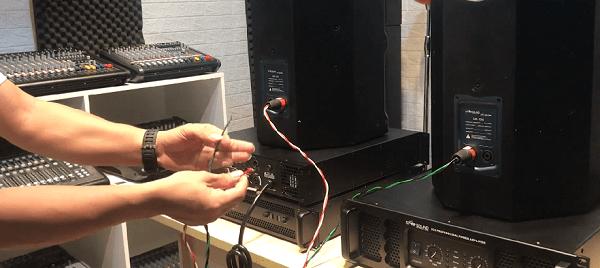 Cách đấu 4 loa vào cục đẩy 2 kênh song song