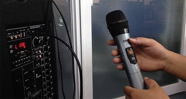 Cách chỉnh âm thanh loa kéo trên bộ micro