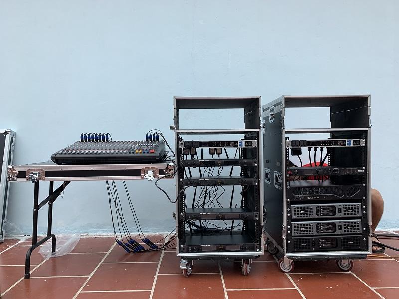 Dàn thiết bị vận hành hệ thống âm thanh