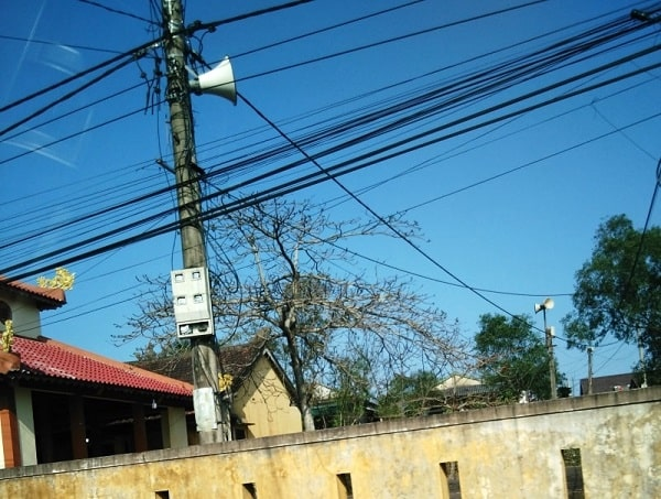 Hình loa phát thanh ngày xưa tại vùng nông thôn